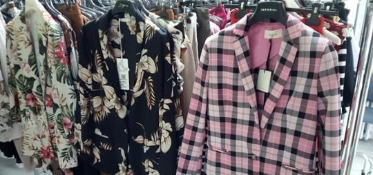 Stock abbigliamento uomo donna carpi