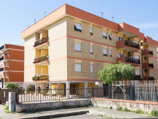 Appartamento di 120 m² con 5 locali e box auto in affitto a