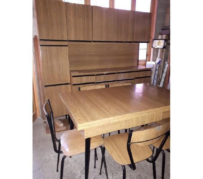 Mobili da cucina o soggiorno con tavolo