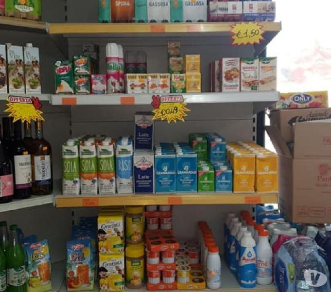 Vendo attrezzature x negozi di generi alimentari e frutta