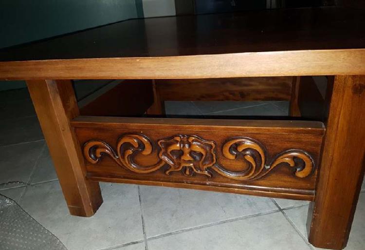 Tavolino in legno intarsiato