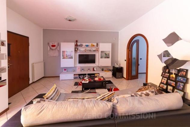 Appartamento di 120 m² con 4 locali e box auto in vendita a