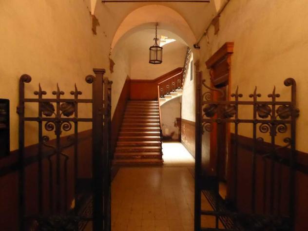 Locale commerciale in vendita a bologna, centro storico