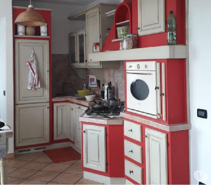 Vendo cucina in legno massello completa di elettrodomestici
