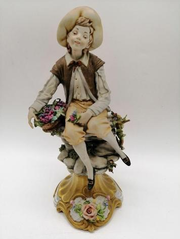 Statuina fanciullo bisquit capodimonte