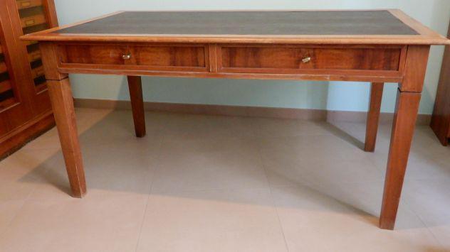 Tavolo da ufficio d'epoca in legno massiccio