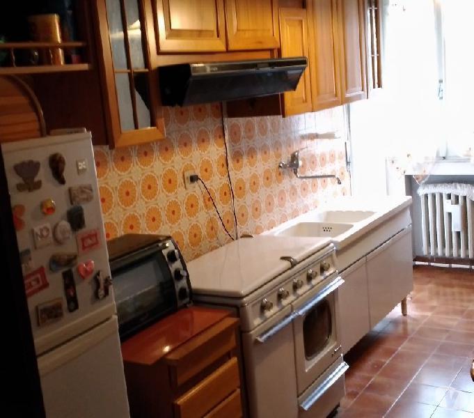 Cucina+sala pranzo+camera matrimoniale+due armadi 4 stagioni