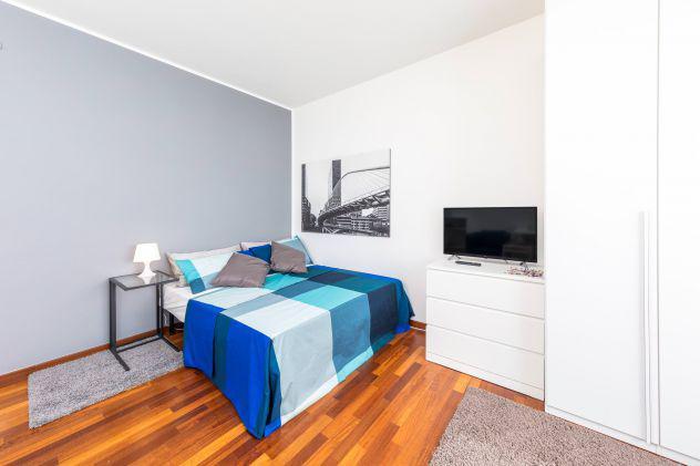 Ampia singola in appartamento ristrutturato