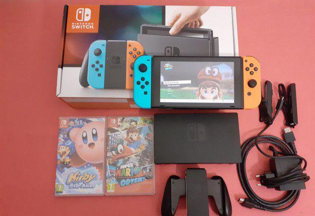 Nintendo switch con mario odyssey e kirby