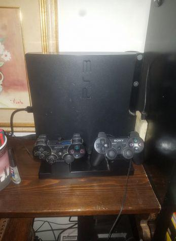 Playstation 3 slim con supporto verticale