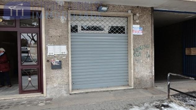 RifITI 037-34319 - Negozio in Affitto a Roma - Tuscolano/Don