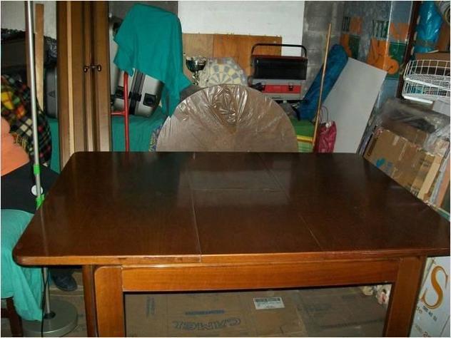 Tavolo in noce nazionale allungabile.+4/sedie