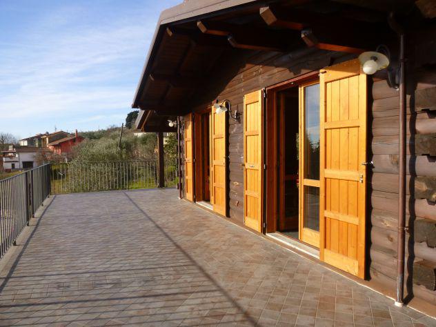 Villa in eco edilizia con terreno e piscina
