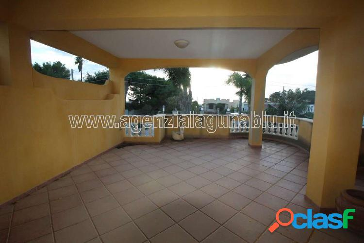Villa di 160 mq sue due livelli con giardino