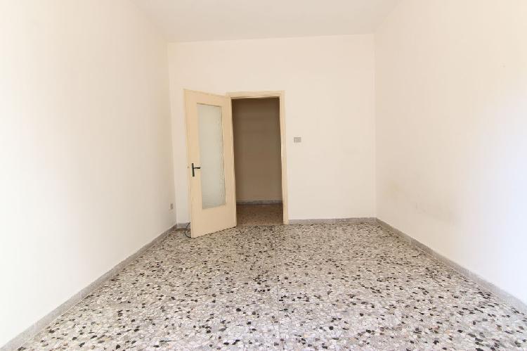 Appartamento di 3 vani e accessori zona centrale