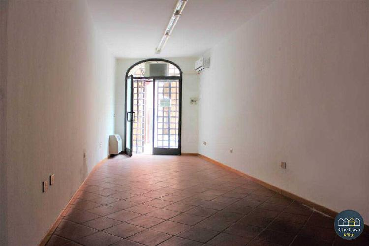 Locale commerciale - 1 Vetrina a Centro storico, Cesena