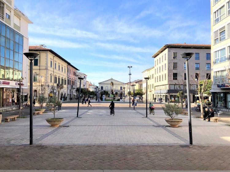 Capannone / Fondo - Commerciale a Cecina