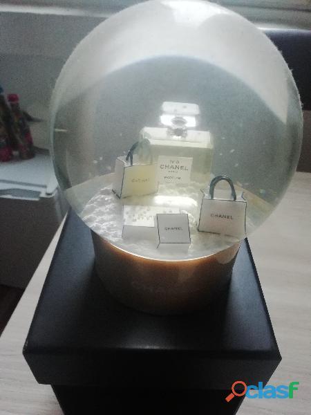 Palla di vetro chanel n. 5