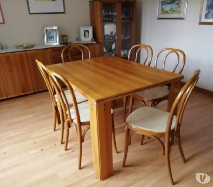 Tavolo soggiorno con sei sedie