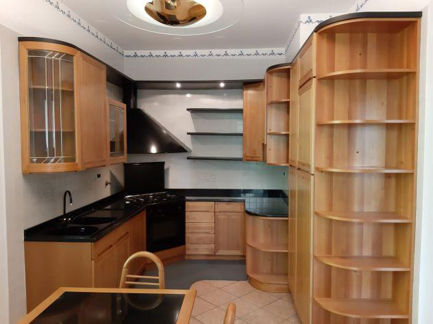 Cucina su misura in legno massello come nuova con