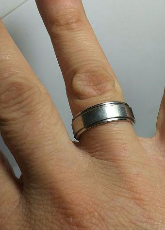 Anello in acciaio inox doppio loop girevole misura 20mm.