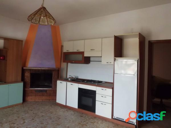 Aprilia appartamento 3 locali 64.000 eur t303