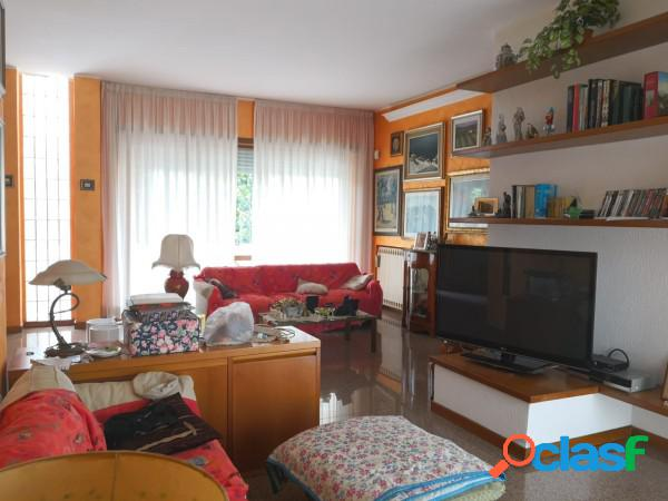 Aprilia appartamento 6 locali 357.000 eur t602