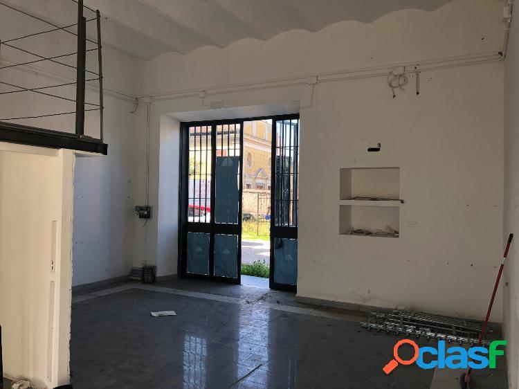 Albano laziale - negozio mq 90 € 1.000 ua101