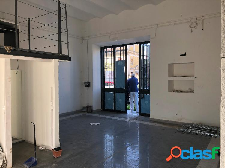 Albano Laziale - negozio mq 90 € 1.000 UA101 1