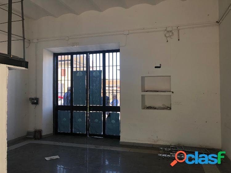 Albano Laziale - negozio mq 90 € 1.000 UA101 2