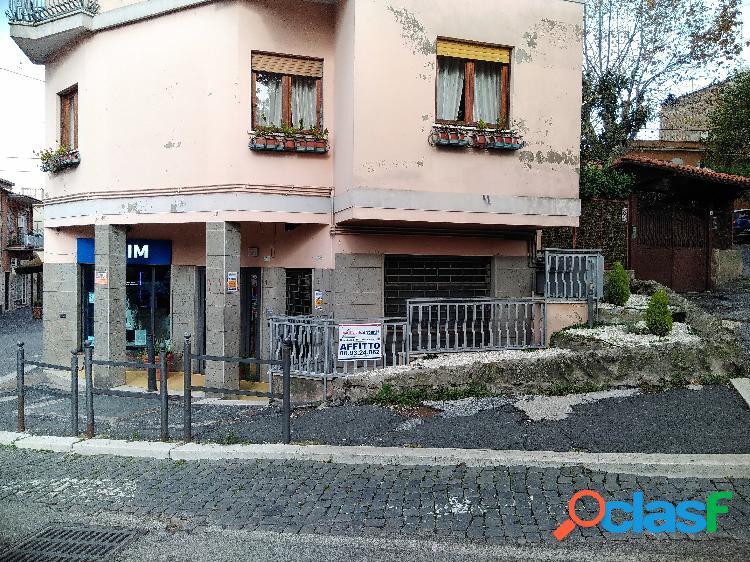 Centro storico - negozio 2 locali € 700 na203