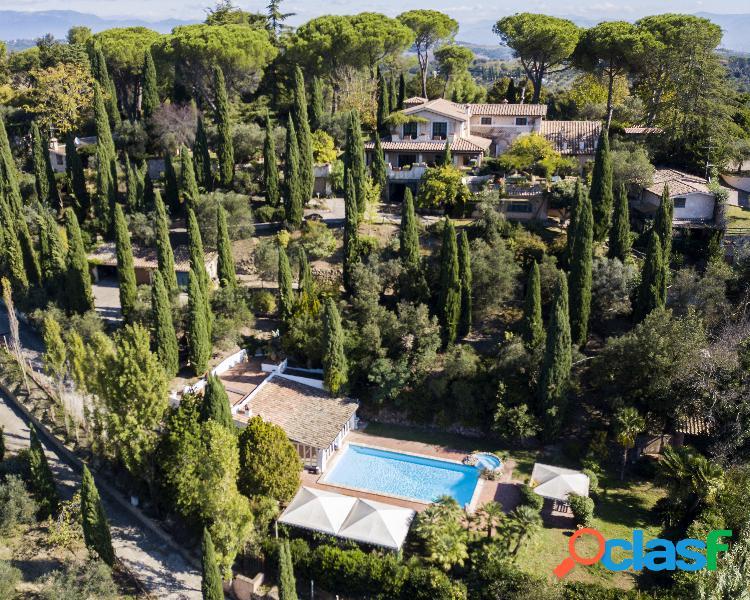 Sterpareti- villa parco e piscina € 960.000 vg2579