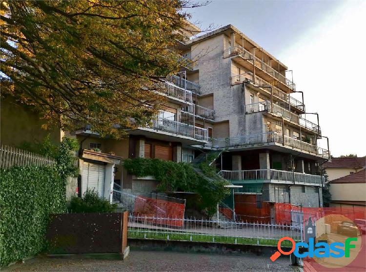 Appartamento panoramico con terrazzi in vendita