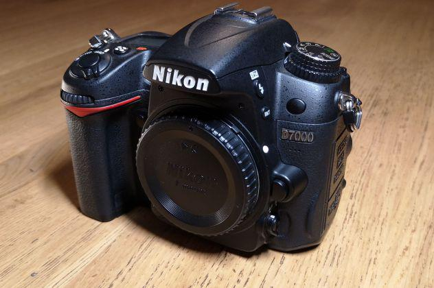 Vendo nikon d7000 + 35mm 1.8 + 70-210mm 4-5.6 + trigger