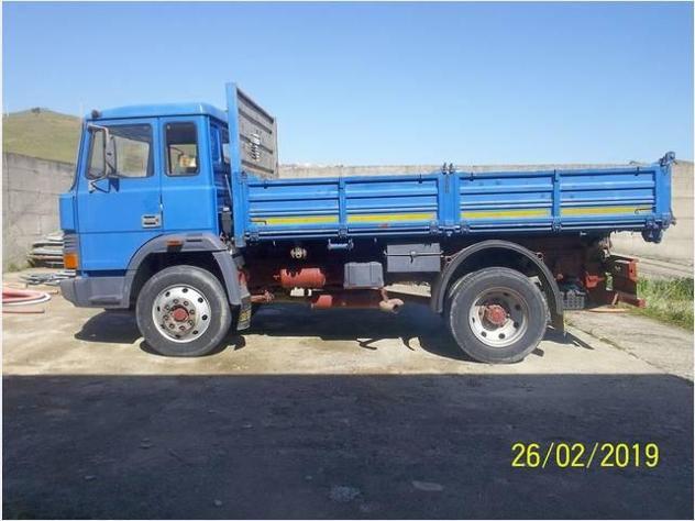 Camion ribaltabile Iveco alimentazione diesel