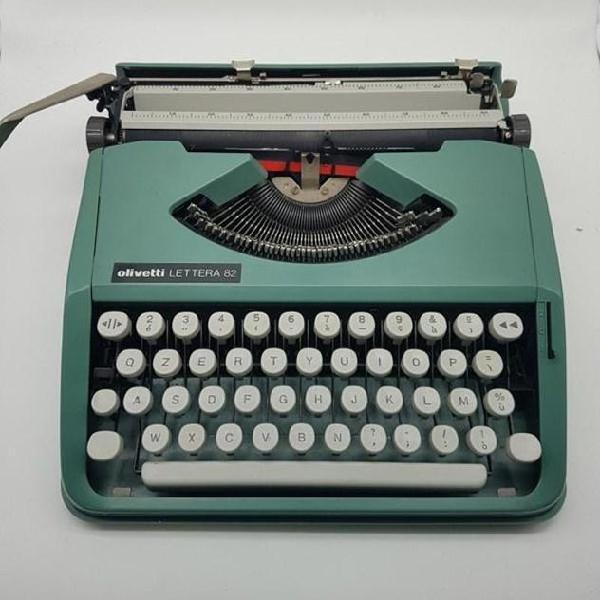 Macchina scrivere vintage lettera 82