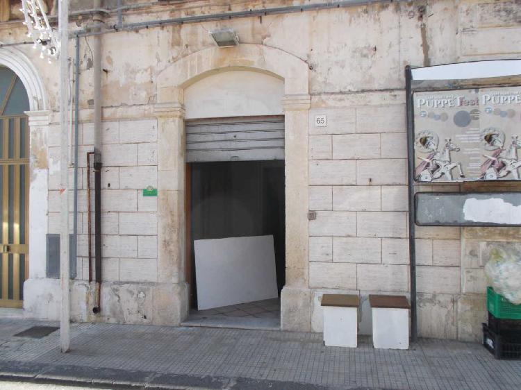 Locale commerciale - 1 Vetrina a Borgata Riviera Stazione,