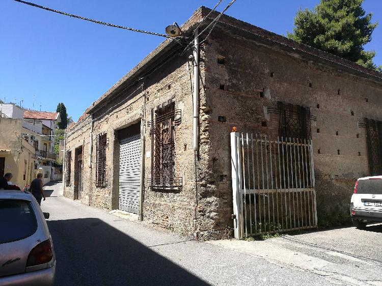 Locale commerciale in vendita a Barcellona Pozzo di Gotto