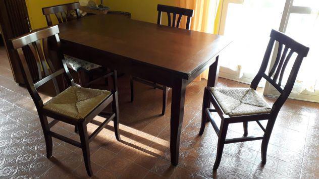 Tavolo con 4 sedie in legno