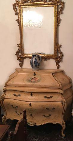 Mobile in stile veneziano con grande specchio con cornice