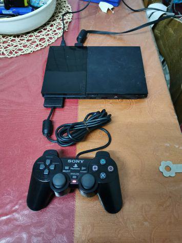 Console sony playstation 2 con cavi e controller.
