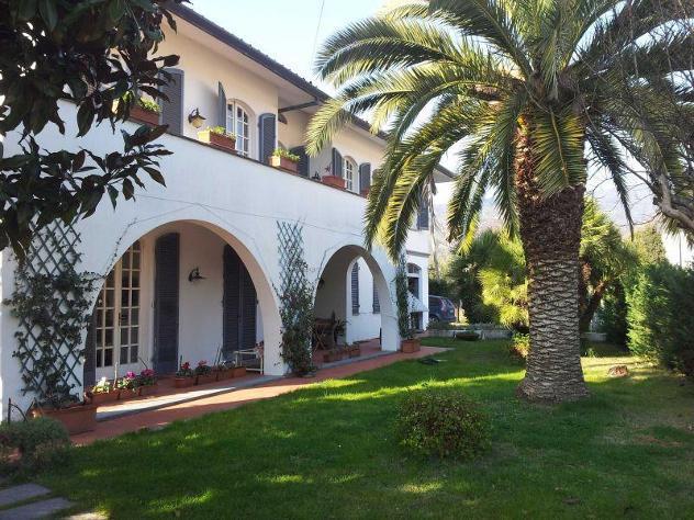 Villa singola in vendita a PONTE A MORIANO - Lucca 380 mq