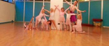 Natural dance children
