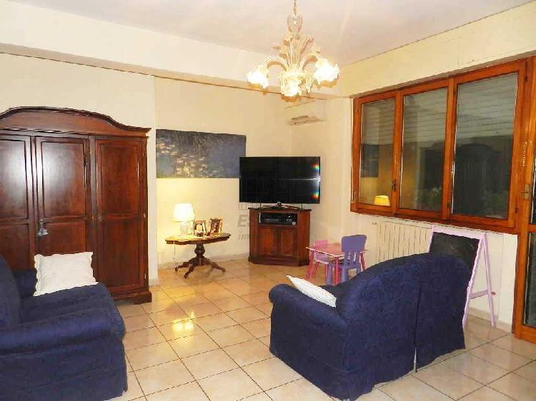 Appartamento - ristrutturato a Est, Lucca