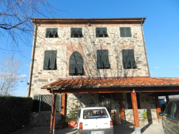 Casa colonica - ristrutturata a Capannori