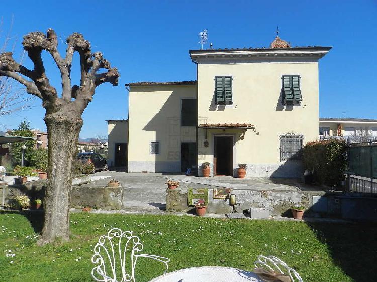 Casa colonica - ristrutturata a Nord, Lucca