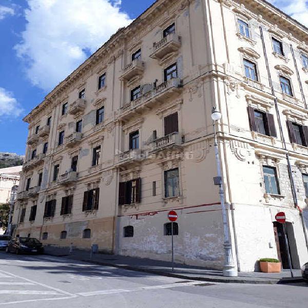 Fondo/negozio - Altro a Centro, Salerno