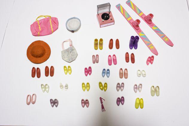 Lotto vintage anni 80 26 paia scarpe barbie più accessori