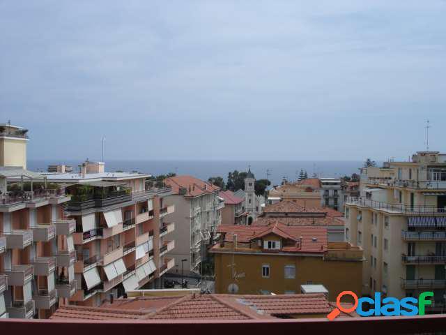 Sanremo, attico vista mare, terrazza vivibile