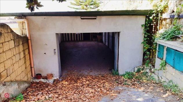 Garage/posto auto in affitto a napoli